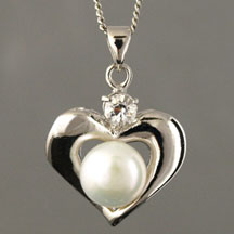 Fashion Freshwater Pearl Pendant, Heart